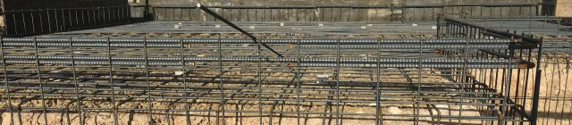 基礎に敷き詰められた鉄筋