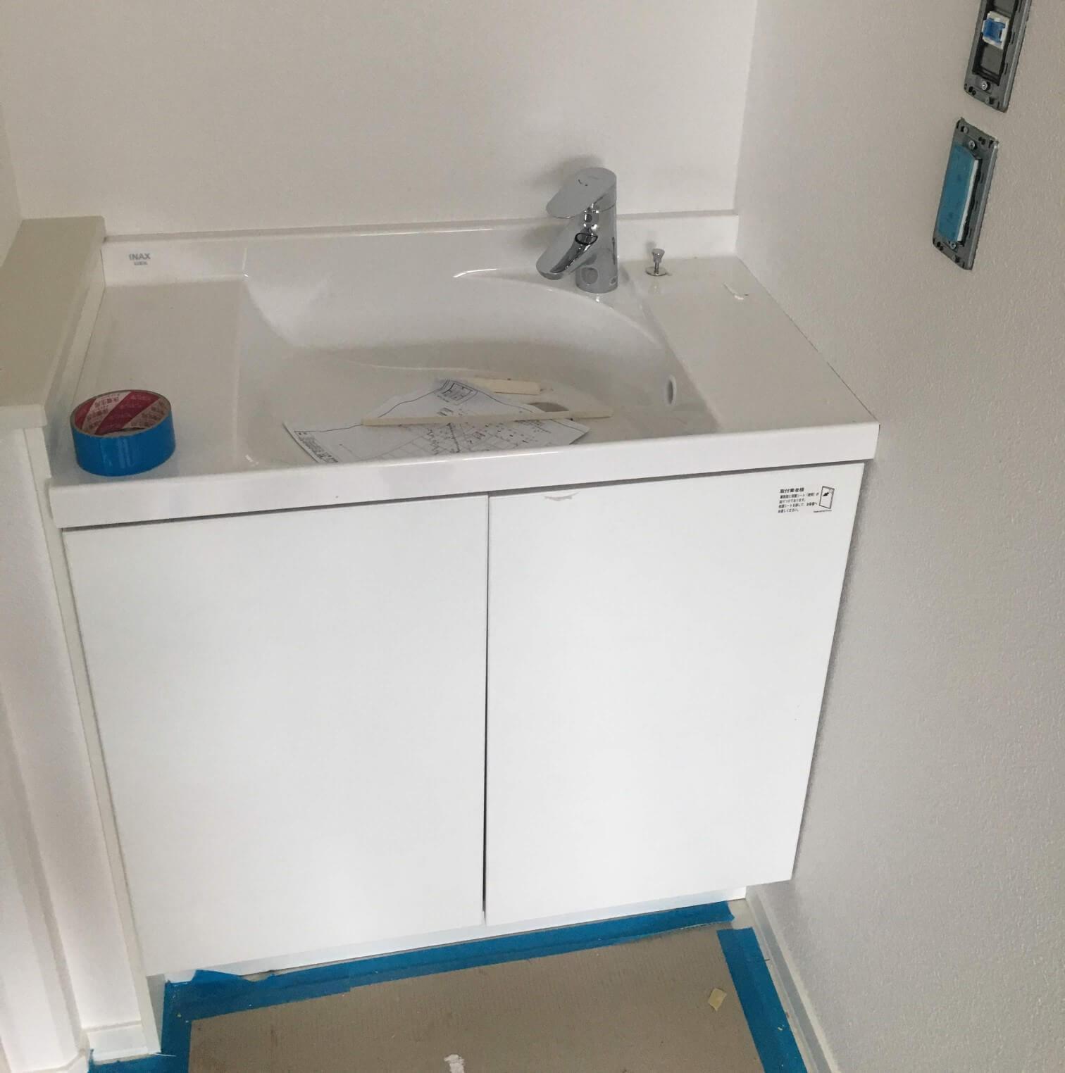 2F洗面台の扉