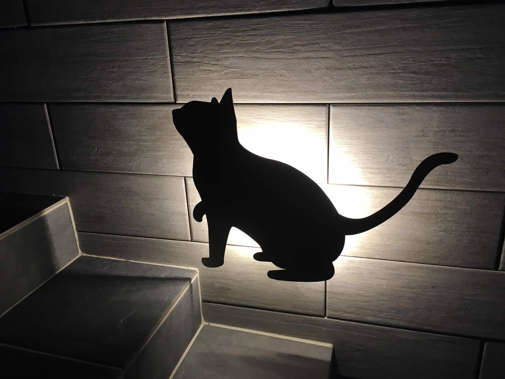 奥側の猫ライト
